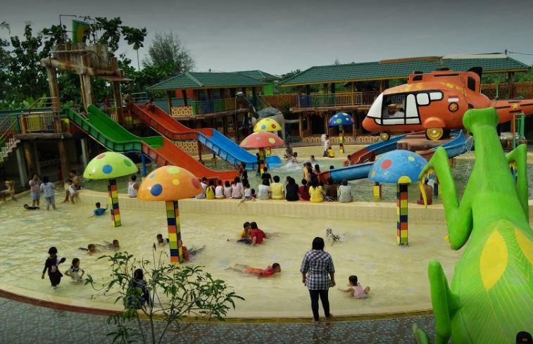 Kolam Renang Waterpark Bumi Utomo
