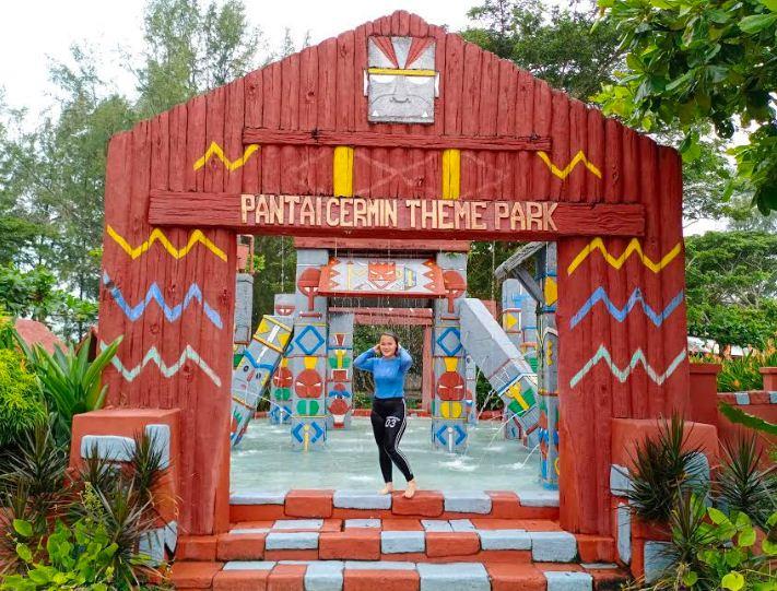Gambar Pantai Cermin Theme Park
